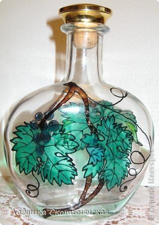 """Это результат новогодних каникул. Бутылки интересной формы  расписала немецкими красками по стеклу. """"Виноградинки"""" купила в отделе аквариумистики. фото 6"""