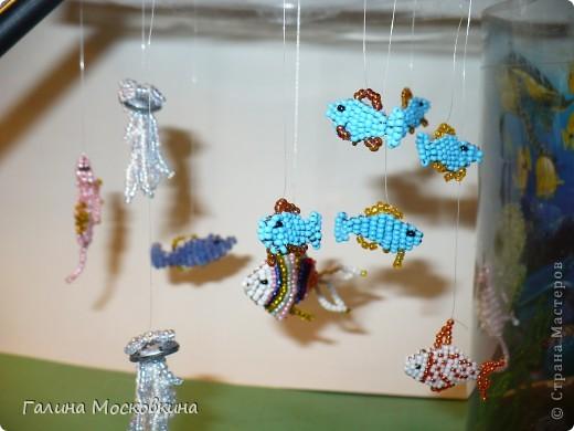 Такой аквариум можна сделать если накопилось много поделок на морскую тематику фото 2