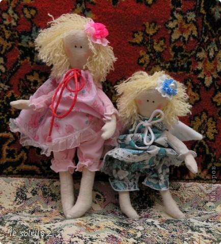 Куколки сшиты из белой фланели крашенной в кофе. Платья и подушки из ситца и бязи. фото 4