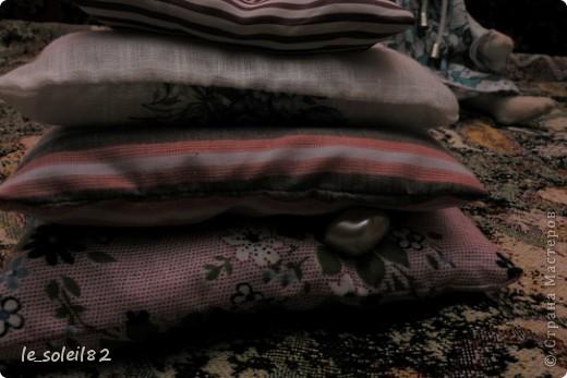 Куколки сшиты из белой фланели крашенной в кофе. Платья и подушки из ситца и бязи. фото 6