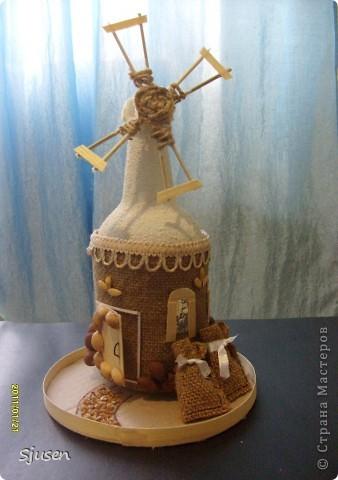 Так понравилось делать мельницу из бутылки http://stranamasterov.ru/node/141437  , что решила смоделировать еще и домик.  Вот какой особняк у меня получился))  фото 6