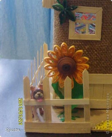 Так понравилось делать мельницу из бутылки http://stranamasterov.ru/node/141437  , что решила смоделировать еще и домик.  Вот какой особняк у меня получился))  фото 4