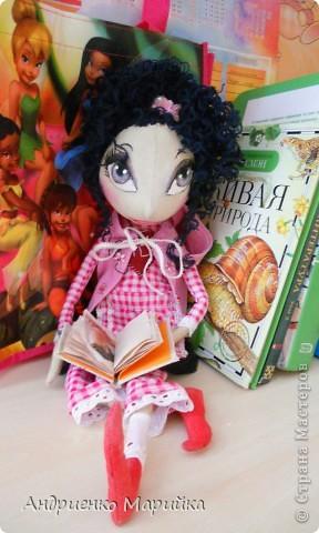 Примитивная кукла ароматизирована Лавандой. Прочитала что Лаванда борется с микробами..по этому в период гриппа сделала именно этот аромат. Ароматная вата вложена в сердечко)) фото 1