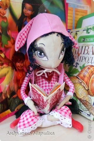 Примитивная кукла ароматизирована Лавандой. Прочитала что Лаванда борется с микробами..по этому в период гриппа сделала именно этот аромат. Ароматная вата вложена в сердечко)) фото 4