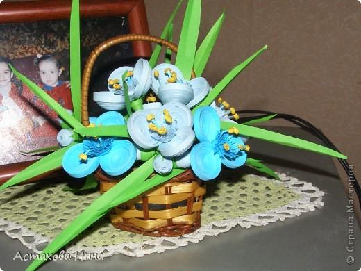 Очень люблю этот садовый цветок, долго вынашивала идею сделать его в технике квиллинг. Вот , получилась такая корзинка. фото 1