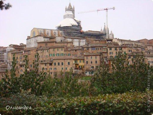 """Сиена- город в Италии... ,не похожий ни на один другой, который я когда-либо видела. Видимо, потому,что он такой необычный, я  и """"влюбилась"""" ... Возможно, мои фотографии не смогут передать  атмосферу города, но если  путешествуя по Италии, у Вас будет возможность  попасть в него, не отказывайтесь от этого...,несмотря на то ,что посещение Сиены, часто, считается дополнительной экскурсией. фото 4"""