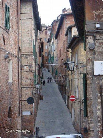 """Сиена- город в Италии... ,не похожий ни на один другой, который я когда-либо видела. Видимо, потому,что он такой необычный, я  и """"влюбилась"""" ... Возможно, мои фотографии не смогут передать  атмосферу города, но если  путешествуя по Италии, у Вас будет возможность  попасть в него, не отказывайтесь от этого...,несмотря на то ,что посещение Сиены, часто, считается дополнительной экскурсией. фото 9"""