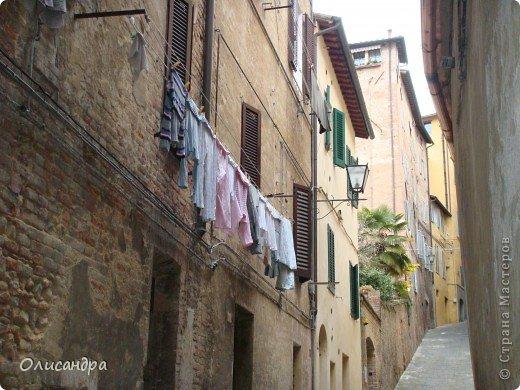 """Сиена- город в Италии... ,не похожий ни на один другой, который я когда-либо видела. Видимо, потому,что он такой необычный, я  и """"влюбилась"""" ... Возможно, мои фотографии не смогут передать  атмосферу города, но если  путешествуя по Италии, у Вас будет возможность  попасть в него, не отказывайтесь от этого...,несмотря на то ,что посещение Сиены, часто, считается дополнительной экскурсией. фото 8"""