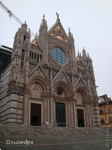"""Сиена- город в Италии... ,не похожий ни на один другой, который я когда-либо видела. Видимо, потому,что он такой необычный, я  и """"влюбилась"""" ... Возможно, мои фотографии не смогут передать  атмосферу города, но если  путешествуя по Италии, у Вас будет возможность  попасть в него, не отказывайтесь от этого...,несмотря на то ,что посещение Сиены, часто, считается дополнительной экскурсией. фото 10"""