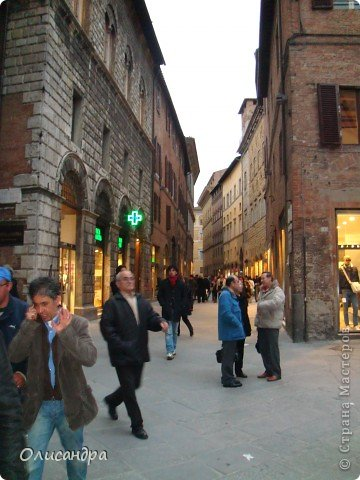 """Сиена- город в Италии... ,не похожий ни на один другой, который я когда-либо видела. Видимо, потому,что он такой необычный, я  и """"влюбилась"""" ... Возможно, мои фотографии не смогут передать  атмосферу города, но если  путешествуя по Италии, у Вас будет возможность  попасть в него, не отказывайтесь от этого...,несмотря на то ,что посещение Сиены, часто, считается дополнительной экскурсией. фото 19"""