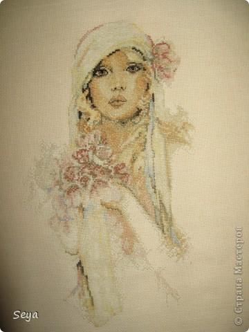 """Моя первая работа - вышито за 20 дней Сара Мур """"девушка с лиловыми цветами"""" перенабор.  фото 1"""