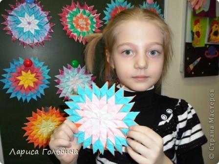 На уроке делали мозаику оригами. Это часть работ. фото 2