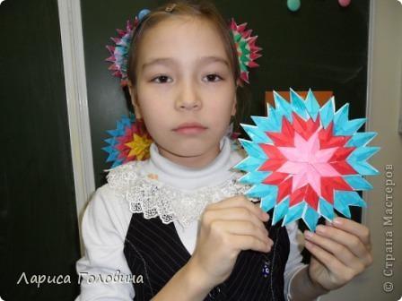 На уроке делали мозаику оригами. Это часть работ. фото 3