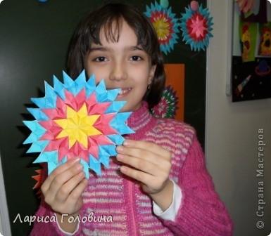 На уроке делали мозаику оригами. Это часть работ. фото 6