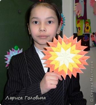 На уроке делали мозаику оригами. Это часть работ. фото 7