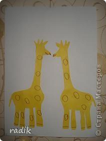 Лепили с сыночком , ему 4 годочка. Крутили маленькие шарики пальчиками, а потом расплющивали их на жирафах. фото 2