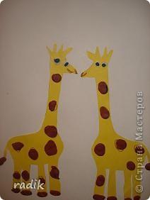 Лепили с сыночком , ему 4 годочка. Крутили маленькие шарики пальчиками, а потом расплющивали их на жирафах. фото 1