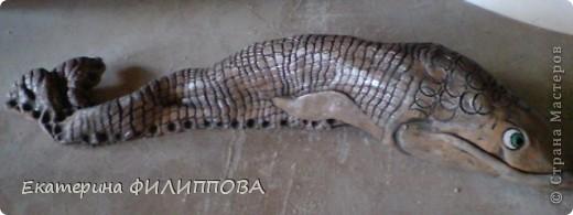 Чешуйка рыбоньки этой - тюль оттиснутая на глине, а потом из пласта свернула форму и сделала свисток. фото 4