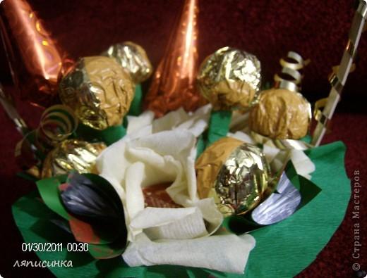Мой третий букет из конфет.Делала на заказ на день рождения маминой подруги.Посмотрим как оценят. фото 2