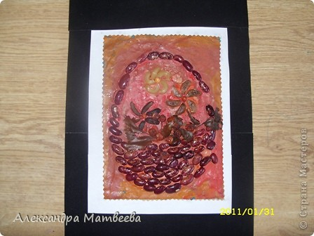 Корзинку с цветами сделала моя старшая дочь(ей 6 лет). Работа была 6 месяцев на выставке в нашем ДК. Поэтому немного поистрепалась. фото 1