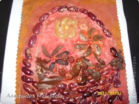 Корзинку с цветами сделала моя старшая дочь(ей 6 лет). Работа была 6 месяцев на выставке в нашем ДК. Поэтому немного поистрепалась. фото 3