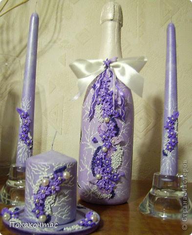 Две античные свечи и свеча на подставке фото 1
