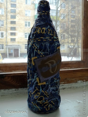 Бутылка оклеена туал. бумагой, окрашена краской синего, свтело-голубого и цвета маджента. Бирочка с джинсов. фото 2