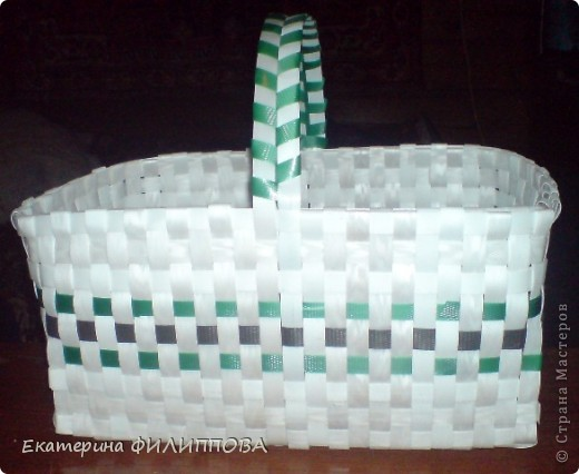 корзинка из остатков строительной упаковочной ленты. фото 1