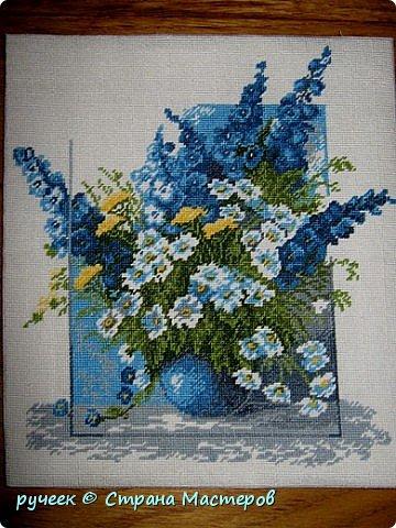 один из моих любимых цветов это синий, и когда увидела этот красивый букет, то не удержалась...вышивала картину полукрестом в 4 сложения нитей... фото 1