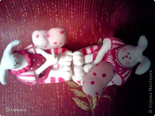 Вот такую зайчиху увидела в одном из журналов. Решила поробывать что-то подобное слепить в подарок своей любимой племяннице. Теперь и себе ткаую хочется))). фото 5