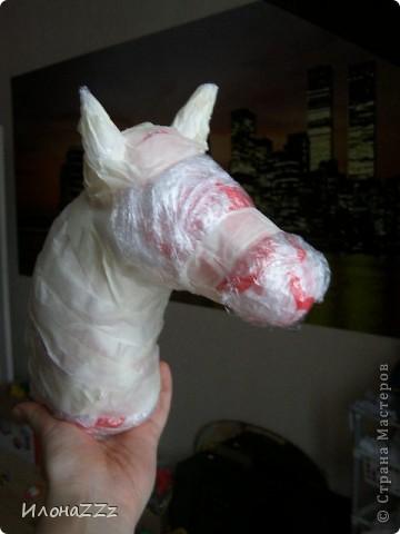 Лошадка на палочке из папье-маше. Сделать ее легко и просто из бросового материала фото 3