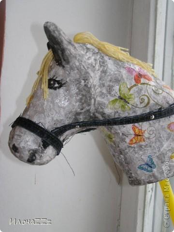 Лошадка на палочке из папье-маше. Сделать ее легко и просто из бросового материала фото 1