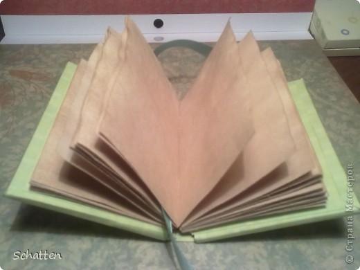 Подруга любит маленькие записные книжки, поэтому решила сделать ей малютку своими руками. Размеры книжки 7,5 см х 10,5 см фото 3