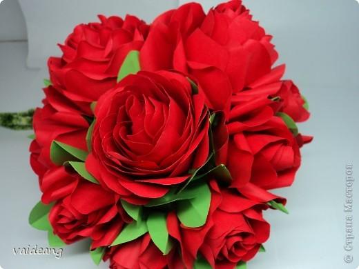 Букетик красных розочек.Получился спонтанно хотела сделать шар из роз  да времени не хватает,вот наконец- то красные появились . фото 4