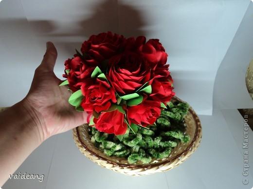 Букетик красных розочек.Получился спонтанно хотела сделать шар из роз  да времени не хватает,вот наконец- то красные появились . фото 7