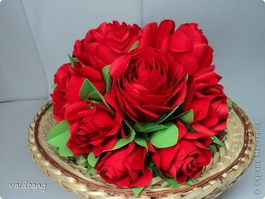 Букетик красных розочек.Получился спонтанно хотела сделать шар из роз  да времени не хватает,вот наконец- то красные появились . фото 8