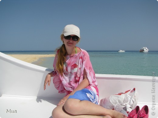 В июне 2010 ездили с мужем отдыхать в Египет. Взяли экскурсию на остров Тобиа, это было просто замечательно. Вода прозрачная настолько, что видишь все даже если большая глубина, а песок на острове ... ну просто сказка. Плавали с маской, кораллы очень близко к поверхности воды и куча разных рыбок)) фото 6