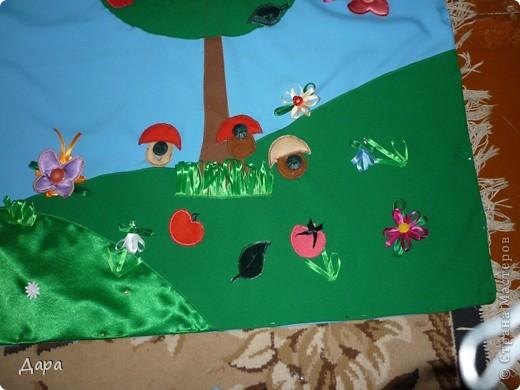 Панно для детского сада, полностью оформленное. Для работы исполь зованы ткани разных фактур - габардин, флис, атлас, креп-сатин, драп, трикотаж. Размер 1мх1,5м фото 5