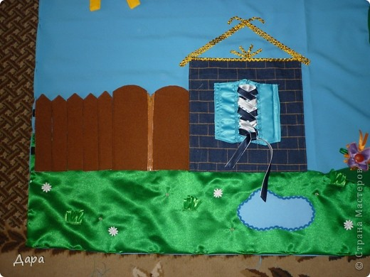 Панно для детского сада, полностью оформленное. Для работы исполь зованы ткани разных фактур - габардин, флис, атлас, креп-сатин, драп, трикотаж. Размер 1мх1,5м фото 6