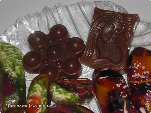 мыльные камни с оливковым маслом, ароматом мяты и лимона, стружкой детского мыла и морской солью фото 3