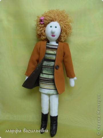 Кукла которую хочу показать не новая.Но как-то жолко,что она оказалась в тени. фото 2