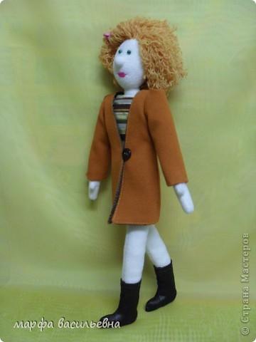 Кукла которую хочу показать не новая.Но как-то жолко,что она оказалась в тени. фото 3