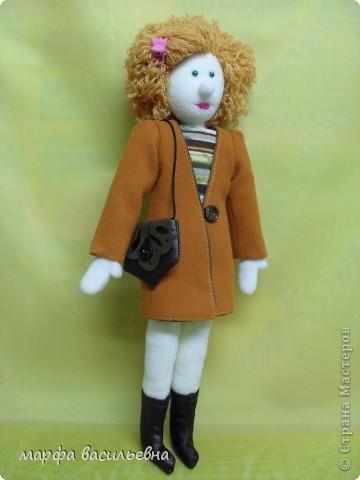 Кукла которую хочу показать не новая.Но как-то жолко,что она оказалась в тени. фото 4