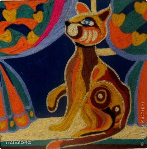 Кувыркаются на крыше Разноцветные котята: Чёрный, белый, серый, рыжий, Голубой и полосатый.  Даже маленьких котят Мамы красить не хотят Одинаково!  Что за радость, если детки Будут все - одной расцветки?  Юнна Мориц фото 8