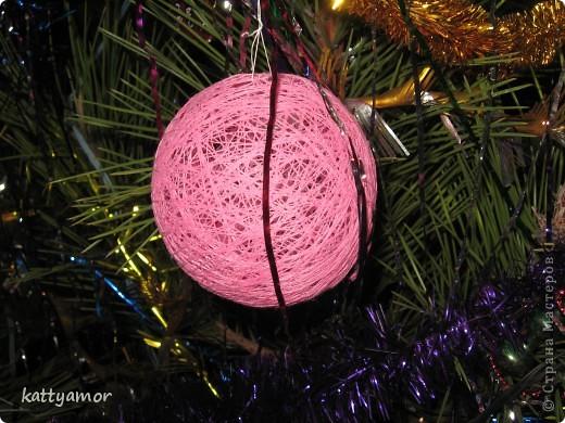 Вот такого замечательного зайчика мы сделали в подарок моей маме, которой очень понравились наши шары из ниток. фото 2
