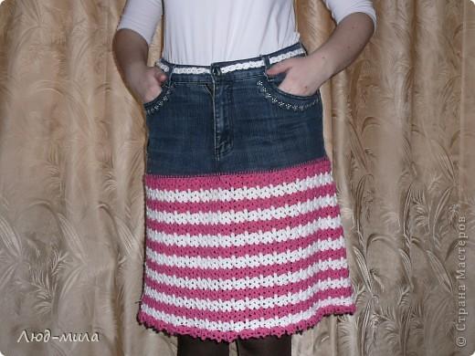 Идею юбки увидела в интернете. Старые джинсы обрезаются, остается пояс и карманы. Юбка довязывается снизу до нужной длинны. фото 2