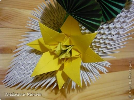 Одна из первых работ в технике модульного оригами, делали с дочерью по фото в книге.  фото 2