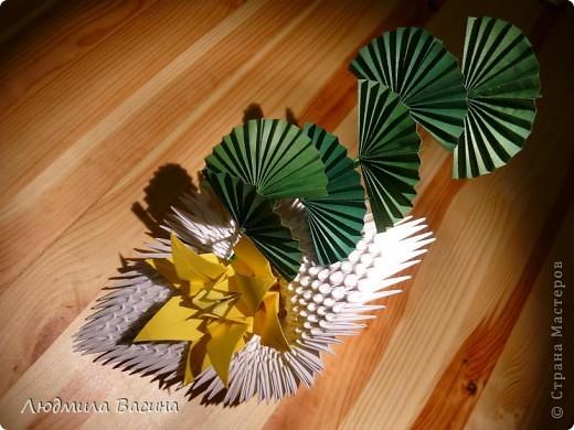 Одна из первых работ в технике модульного оригами, делали с дочерью по фото в книге.  фото 4