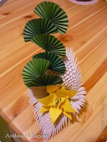 Одна из первых работ в технике модульного оригами, делали с дочерью по фото в книге.  фото 1