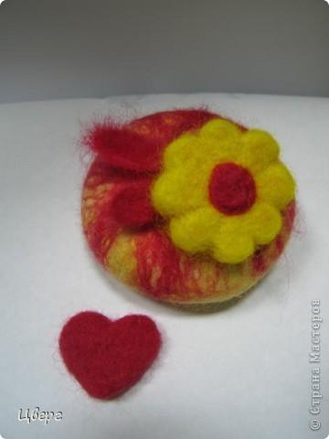 Обваляное и декорированное шерстью мылко будет приятным подарочком к весенним праздникам фото 2